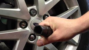 Locking Lug-Nut
