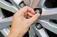 Your Complete Guide on How to Remove Broken Lug Nut